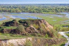 Vista aerea di panorama del paesaggio sul fiume di Desna con i prati ed i campi sommersi Vista dall'alta banca sulla molla annual Immagini Stock Libere da Diritti