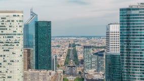 Vista aerea di Parigi e del timelapse moderno delle torri dalla cima dei grattacieli nella difesa della La del distretto aziendal archivi video