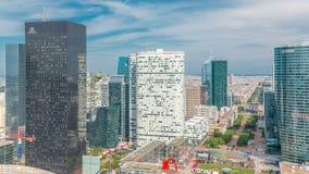Vista aerea di Parigi e del timelapse moderno delle torri dalla cima dei grattacieli nella difesa della La del distretto aziendal video d archivio