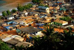 """Vista aerea di piccolo paesino di pescatori """"Butre """"nel Ghana, 2018 immagini stock"""