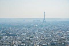 Vista aerea di pomeriggio di paesaggio urbano con la torre Eiffel dalla basilica del cuore sacro di Parigi immagine stock libera da diritti