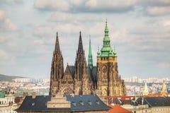 Vista aerea di Praga con la st Vitus Cathedral Immagini Stock