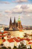 Vista aerea di Praga con la st Vitus Cathedral Fotografie Stock Libere da Diritti