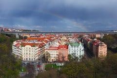 Vista aerea di Praga considerata dal complesso del castello del vysehrad immagini stock libere da diritti