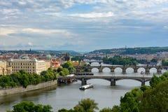 Vista aerea di Praga, punto di vista di Ceco RepublicAerial dei ponti attraverso la Moldava a Praga Repubblica ceca Fotografia Stock