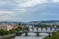 Vista aerea di Praga, punto di vista di Ceco RepublicAerial dei ponti attraverso la Moldava a Praga Repubblica ceca Immagine Stock