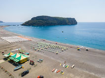Vista aerea di Praia una spiaggia della giumenta, provincia di Cosenza, Calabria, Italia 06/26/2017 Immagine Stock Libera da Diritti