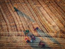 Vista aerea di raccolto meccanico di agricoltura della mietitrebbiatrice Immagine Stock Libera da Diritti