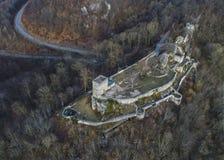 Vista aerea di rovina del castello di Helfenstein nel ob Helfenstein, camice sveve, Germania di Weiler fotografie stock libere da diritti
