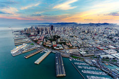 Vista aerea di San Francisco al tramonto fotografie stock