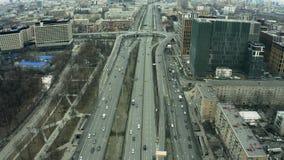 Vista aerea di scambio del viale di Leningradsky Prospekt all'interno di paesaggio urbano di Mosca La Russia stock footage