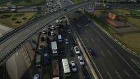 Vista aerea di scambio della strada principale nella città di Mosca stock footage