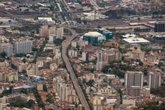 Vista aerea di traffico cittadino interno Immagini Stock Libere da Diritti