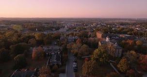 Vista aerea di tramonto dei grattacieli del centro della città in Maryville, Tennessee, istituto universitario 4k di U.S.A. Maryv archivi video