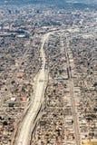 Vista aerea di un'intersezione massiccia della strada principale a Los Angeles fotografia stock libera da diritti