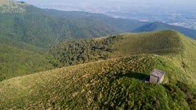Vista aerea di un percorso che conduce a Monte Boletto, alpi, vicino al lago Como Como, Brunate, Lombardia, Italia Fotografie Stock