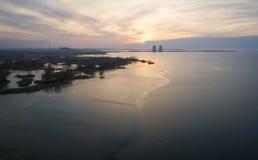 Vista aerea di una centrale elettrica nucleare nella città di Energodar, Ucraina Paesaggio di inverno immagini stock libere da diritti