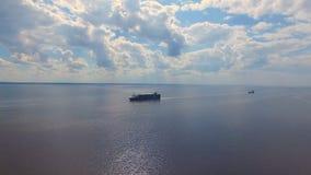 Vista aerea di una nave da carico stock footage