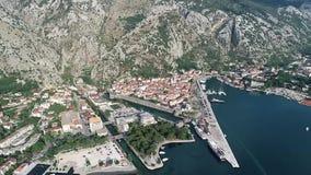 Vista aerea di vecchia città di Cattaro video d archivio