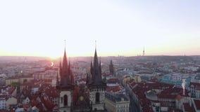 Vista aerea di vecchio centro di Praga, repubblica Ceca stock footage