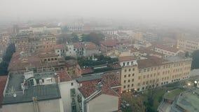Vista aerea di Verona un giorno nebbioso, Italia video d archivio