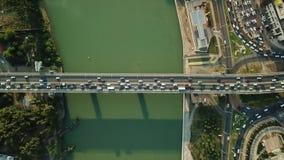 Vista aerea di volo del fuco della strada principale pesante occupata dell'ingorgo stradale di ora di punta della città dell'auto video d archivio