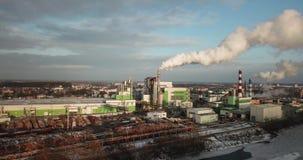 Vista aerea di zona industriale nella sera di estate archivi video