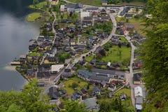 Vista aerea fantastica sul villaggio famoso di Hallstatt e sul lago alpino, alpi austriache, Salzkammergut, Austria, Europa Fotografia Stock