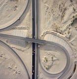 Vista aerea: Giunzione delle strade principali in deserto Fotografia Stock Libera da Diritti
