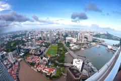 Vista aerea grandangolare dell'orizzonte della città di Singapore Fotografie Stock Libere da Diritti