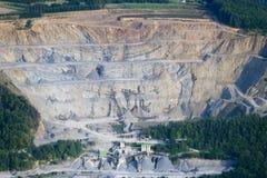 Vista aerea: Grande cava di pietra immagini stock