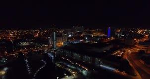 Vista aerea, Knoxville, Tennessee, U.S.A. del centro alla notte, centro di convenzione 4k stock footage