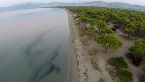 Vista aerea maratona di Sxoinias della spiaggia video d archivio