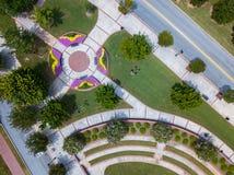 Vista aerea, osservante giù, le progettazioni geometriche sulla terra fotografie stock