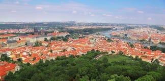 Vista aerea panoramica dei punti di riferimento a Praga, repubblica Ceca immagine stock libera da diritti