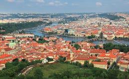 Vista aerea panoramica del ponte del ` s di Charle e di vecchia città a Praga, fotografia stock libera da diritti