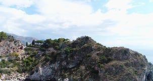 Vista aerea panoramica del porto marittimo di Cefalu e della costa di mar Tirreno, Sicilia, Italia La città di Cefalu è una del m video d archivio