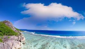 Vista aerea panoramica dell'isola al tramonto, Seychelles di Digue della La Immagine Stock Libera da Diritti
