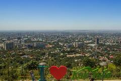 Vista aerea panoramica della città di Almaty, il Kazakistan Fotografia Stock Libera da Diritti