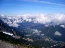Vista aerea panoramica della valle di Chamonix-Mont-Blanc dalla montagna di Aiguille du Midi Fotografia Stock