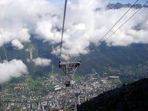 Vista aerea panoramica della valle di Chamonix-Mont-Blanc dalla montagna di Aiguille du Midi Immagini Stock Libere da Diritti