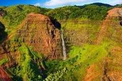 Vista aerea sbalorditiva nel canyon di Waimea, Kauai Immagini Stock Libere da Diritti