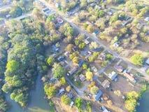 Vista aerea scenica di area suburbana verde di Ozark, Arkansas, Stati Uniti Immagine Stock