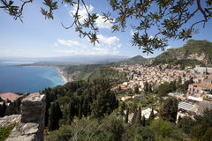 Vista aerea Sicilia, mar Mediterraneo e costa Taormina, Italia Immagini Stock Libere da Diritti