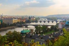 Vista aerea sopra i ponti sul fiume della Moldava a Praga, Czec Immagine Stock Libera da Diritti