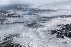 Vista aerea sopra l'Himalaya con la città al centro Fotografia Stock