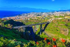 Vista aerea sopra la città di Funchal, Madera immagine stock libera da diritti
