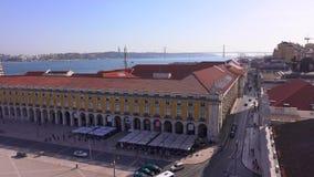 Vista aerea sopra la città di Lisbona dall'arco della via di Augusta - LISBONA/PORTOGALLO - 14 giugno 2017 video d archivio