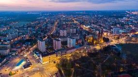 Vista aerea sopra la città di Tarnow in Polonia al tramonto immagine stock libera da diritti