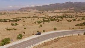 Vista aerea sopra la strada della montagna stock footage